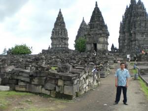 Selo und viele Reststeine vom Tempel