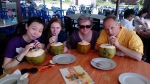 Kokosmilch passt gut zur Hitze.