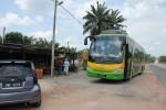 Der Bus an der Raststätte